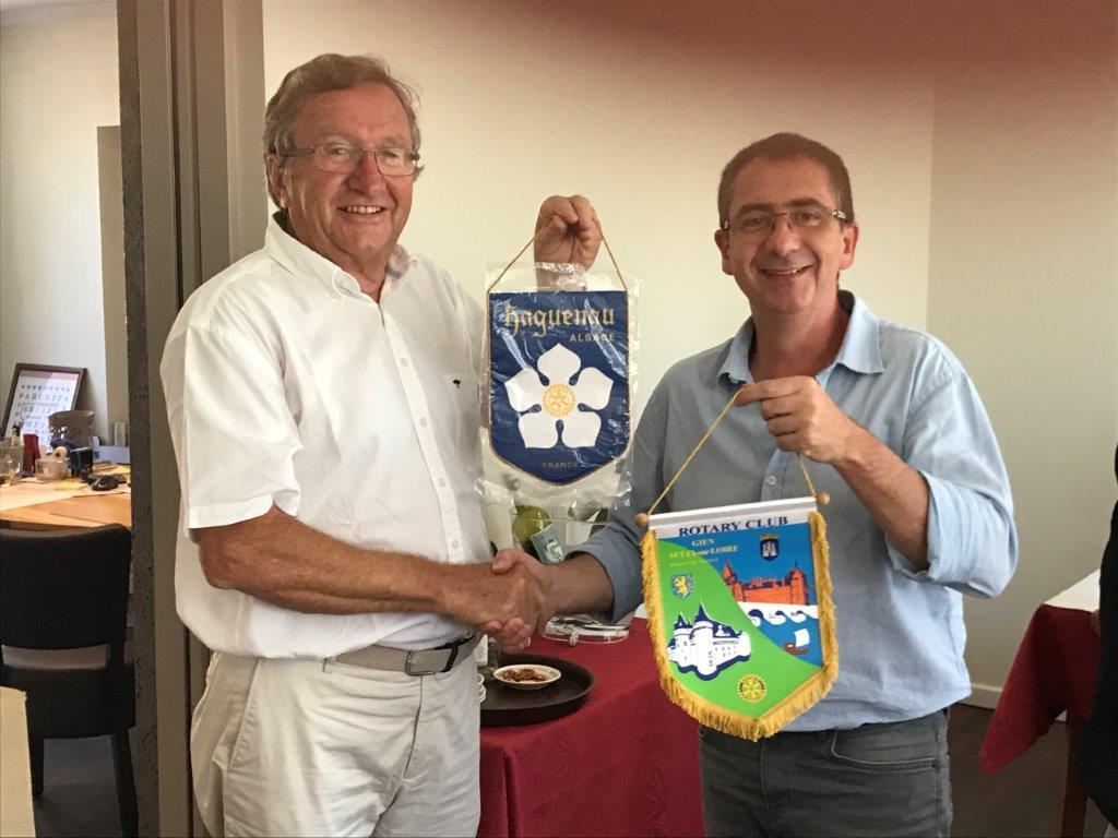 2017 06 Echange fanion avec Haguenau